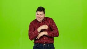 人跳舞精力充沛地,他获得乐趣 绿色屏幕 股票录像