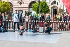 年轻人跳舞街道舞蹈 库存图片