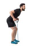 年轻人适合的运动员侧视图有抵抗的结合做背部锻炼 库存图片