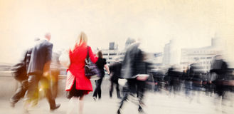 人通勤者走的城市都市场面概念 免版税库存照片