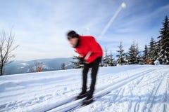 年轻人速度滑雪 图库摄影