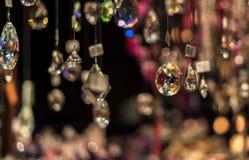 人造珠宝,垂悬在圣诞节市场上 库存照片