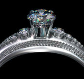 人造白金与金刚石宝石的定婚戒指 库存照片