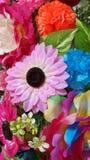人造花装饰了墙壁 免版税库存图片