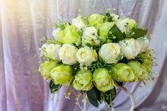 人造花,玫瑰,白色,绿色 免版税库存图片