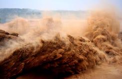 人造DAM的洪水峰顶 库存图片