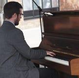 人钢琴使用 免版税库存图片
