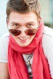 人面带笑容太阳镜 图库摄影
