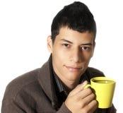 年轻人饮用的咖啡 免版税库存照片