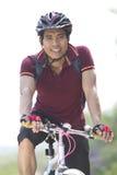 人骑自行车者 免版税库存照片