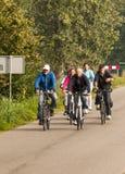 人骑自行车 库存照片