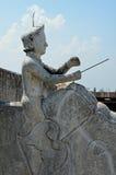 人骑马大象,屋顶, Mandaw雕塑  免版税库存图片