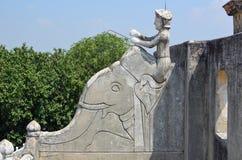 人骑马大象,屋顶, Mandaw雕塑  免版税图库摄影