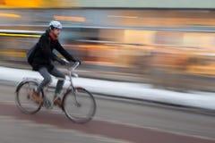 人骑马自行车,斯德哥尔摩 免版税库存图片