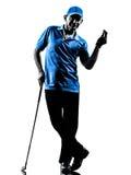 人高尔夫球运动员打高尔夫球的剪影 免版税图库摄影