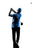 人高尔夫球运动员打高尔夫球的高尔夫球摇摆剪影 免版税图库摄影