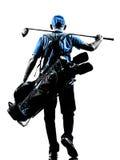人高尔夫球运动员打高尔夫球的高尔夫球袋走的剪影 免版税库存图片