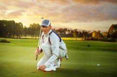 人高尔夫球运动员画象  库存照片