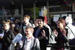 人们乞求为到戛纳电影节的词条票2013年 免版税库存图片