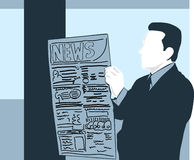 人读书新闻纸 免版税库存照片