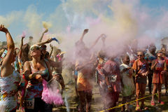 人们创造颜色云彩在泡影Palooza事件 图库摄影