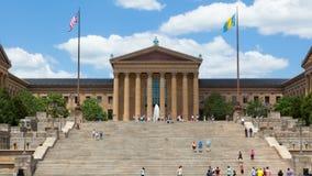 人移动在费城美术馆台阶步前面的-宾夕法尼亚Timelapse -美国 库存照片