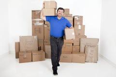 人移动的箱子 免版税图库摄影