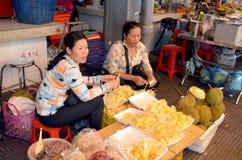 人们卖菜 免版税图库摄影
