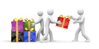 人们卸载礼物盒 免版税库存照片