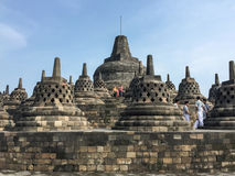 人们参观婆罗浮屠寺庙,印度尼西亚 库存照片