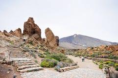 人们参观的石formation roques de加西亚 免版税图库摄影