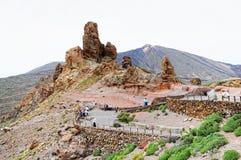 人们参观的石formation roques de加西亚 免版税库存照片
