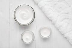 人水合作用奶油化妆皮肤,身体,面孔skincare温泉健康含水物润湿的治疗疗法化妆水 图库摄影