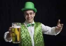 人(圣帕特里克)微笑以绿色 图库摄影