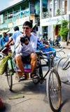 人们在一个农村市场上在仰光,缅甸 免版税图库摄影
