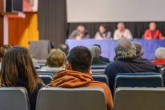 人们在会议在会场里 图库摄影
