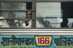 人们在公共汽车上 免版税库存图片