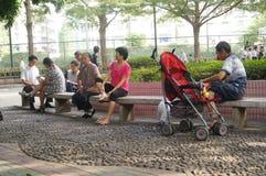 人们在公园和休闲 免版税库存图片