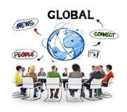 人们在关于全球性通信的会议 库存照片