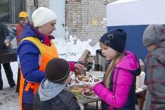 人们在冬天的结尾的庆祝时命名了Masleni 库存照片