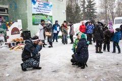 人们在冬天的结尾的庆祝时命名了Masleni 图库摄影