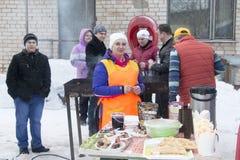 人们在冬天的结尾的庆祝时命名了Masleni 免版税库存照片