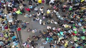 人们在城市音乐会,鸟瞰图拥挤 影视素材