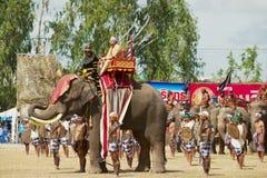 人们在大象展示在素林,泰国参与 图库摄影