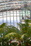 人们在天空的餐馆从事园艺 伦敦 免版税图库摄影