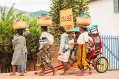 人们在安塔那那利佛,马达加斯加 免版税库存照片