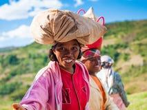 人们在安塔那那利佛,马达加斯加 免版税图库摄影
