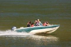 人们在巡航在多瑙河的一只快艇的假日 库存图片