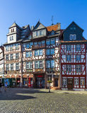 人们在布茨巴赫享受美好的中世纪市场 图库摄影