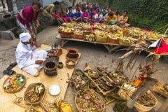人们在庆祝Nyepi -沈默巴厘语天时  免版税库存图片